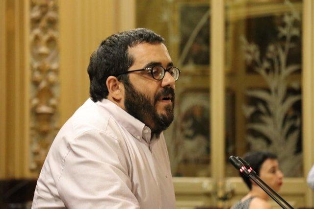 El conseller Vicenç Vidal durante el pleno del Parlament