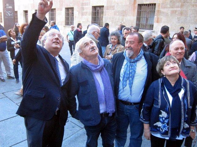 Enrique Cabero muestra la fachada a José María Álvarez, 9-10-18