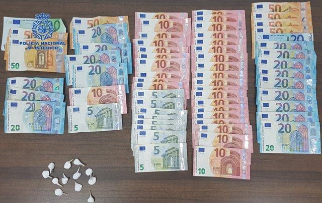 Papelinas y billetes incautados por la Policía Nacional