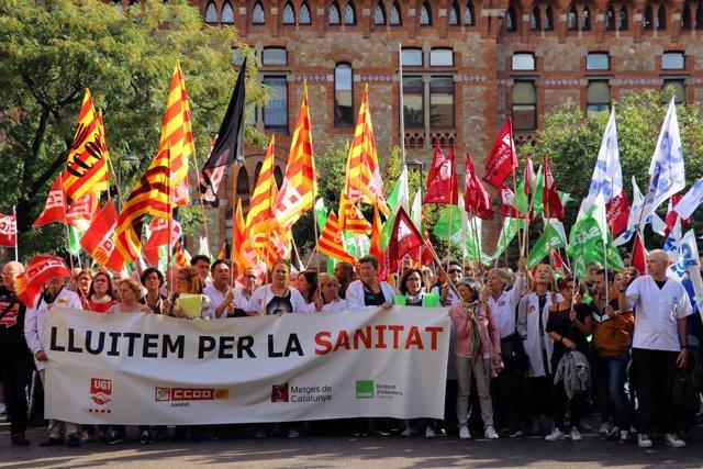 Concentración de trabajadores de la sanidad concertada catalana