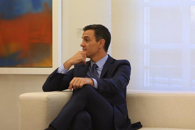 Pedro Sánchez recibe al fundador del Foro Davos, Klaus Scwab