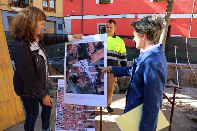 Torres y Franco en la visita a los restos arqueológicos 9-10-2018