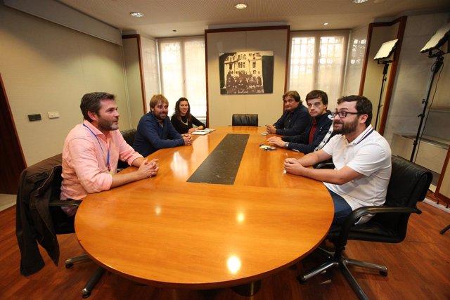 Reunión Podemos-IU sobre la oficialidad.
