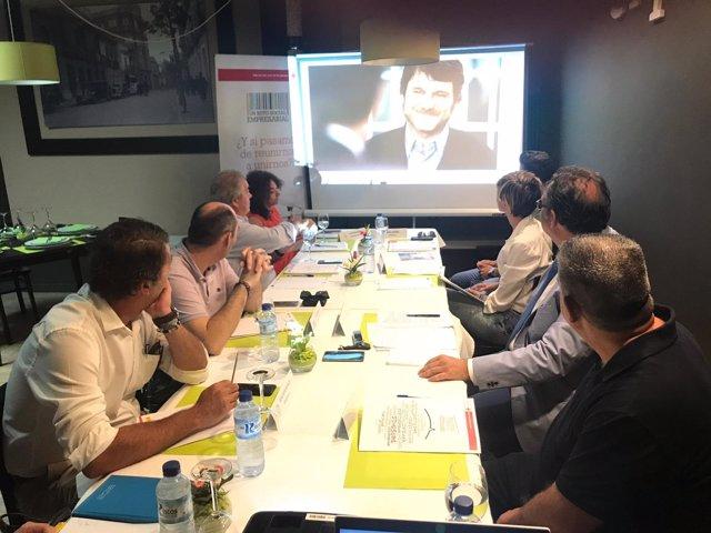 Cruz Roja se reúne con empresarios para tratar la desigualdad laboral.
