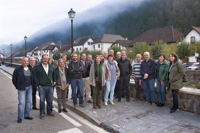 La consejera Isabel Elizalde, con ayuntamientos y entidades del Pirineo.