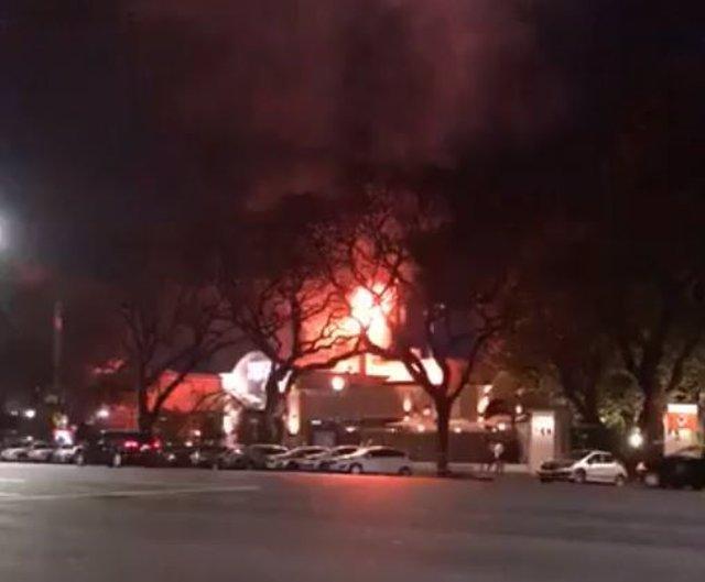 Captura del vídeo en twitter del incendio de un restaurante en Buenos Aires