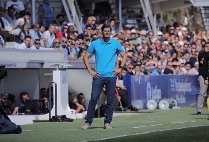 El Huesca destituye al entrenador argentino Leo Franco