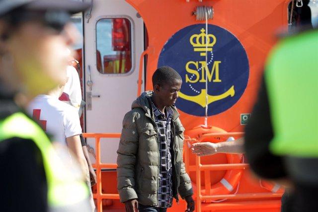 Migrante rescatado por Salvamento Marítimo