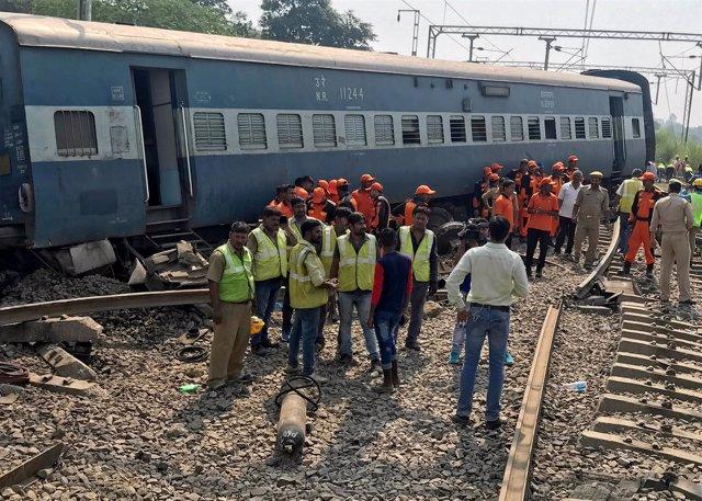Accidente de tren en en Harchandpur, India que ha dejado varios muertos