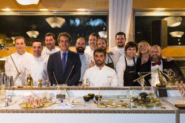 Cocineros participantes con el consejero
