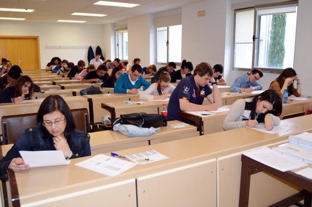Estudiantes mayores, exámenes, pruebas, universidad