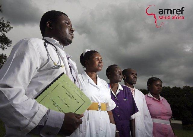 Equipo médico formado por Amref