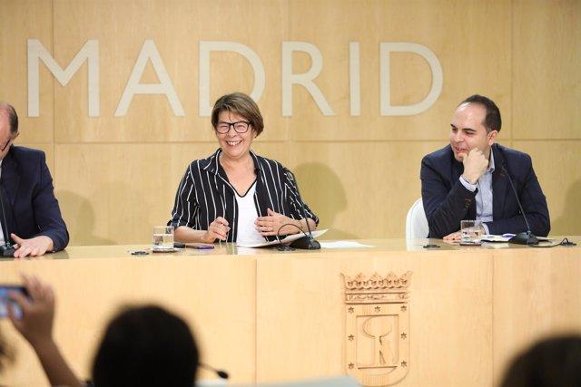 Los concejales Inés Sabanés y José Manuel Calvo en Madrid