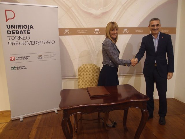 Firma del convenio entre la Universidad de La Rioja y el Parlamento