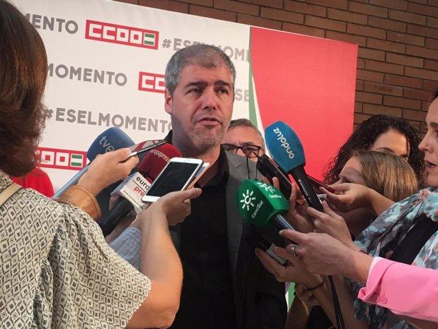 El secretario general de CCOO, Unai Sordo, atiende a los medios en Sevilla