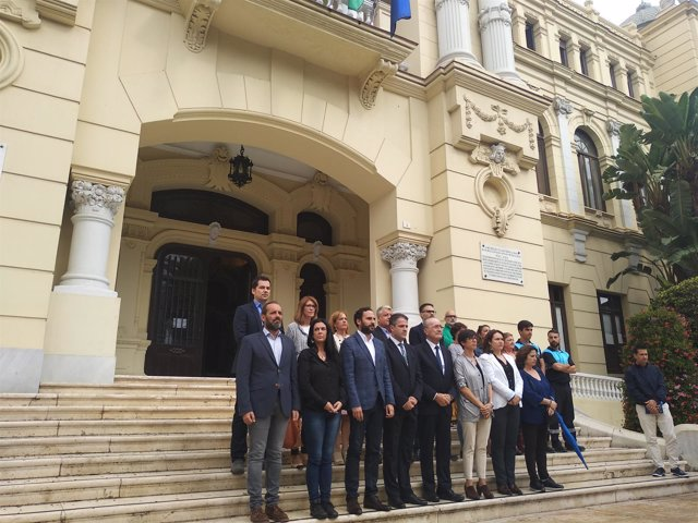 Acto en el Ayuntamiento de Málaga en memoria de la menor de seis años fallecida