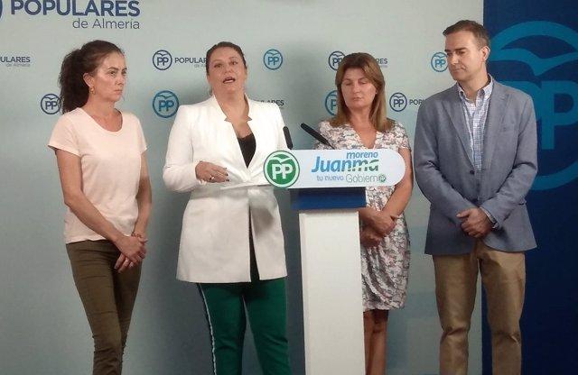 Carmen Crespo (PP-A) junto a parlamentarios de Almería