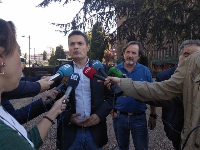Pedro de Rueda atiende a los medios.