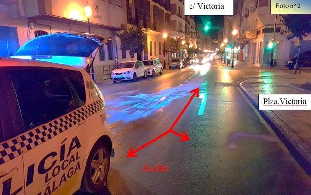 Policía local aceite vertido en carretera