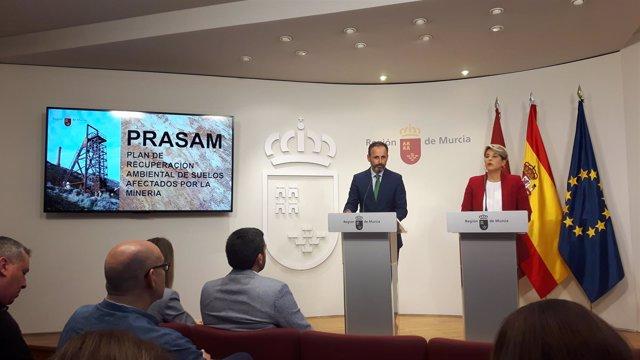Javier Celdrán, en el centro, presenta el Plan a los medios de comunicación
