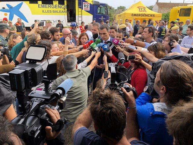 Pedro Sánchez atiende a los medios en Sant Llorenç