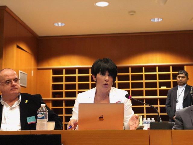Maddalen Iriarte, junto a Joseba Egibar, en Bruselas