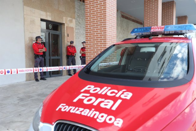 Policía Foral, en Orkoien, donde investiga la muerte de dos hombres.