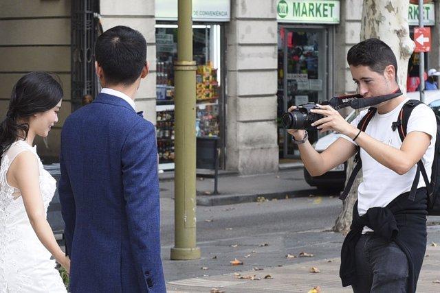Los Mossos localizan un fotógrafo al que robaron una cámara y 843 fotos de boda