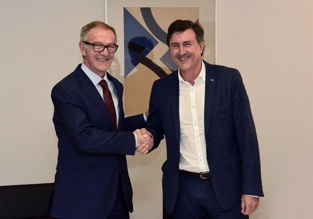 Ministro de Cultura con consejero de Cultura de Cantabria