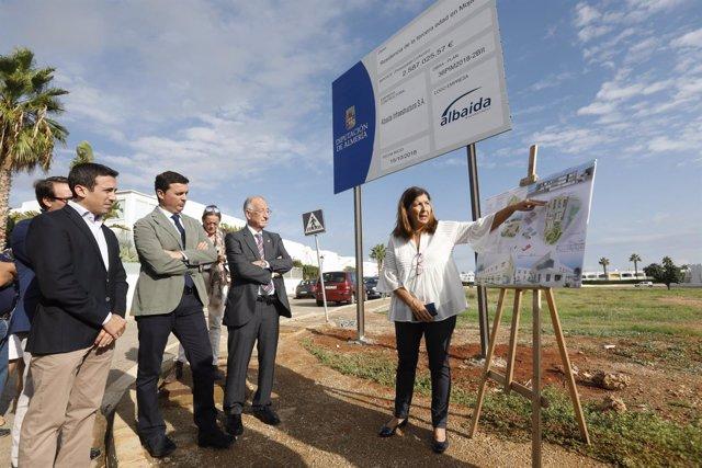 Gabriel Amat ha visitado este miércoles el solar donde se alzará el edificio.