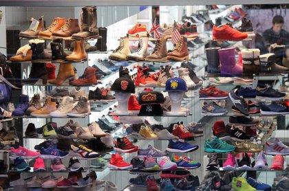 Bruselas restringe el uso de 33 sustancias peligrosas presentes en ropa y calzado