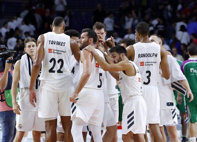 El Real Madrid de baloncesto hace piña tras un partido