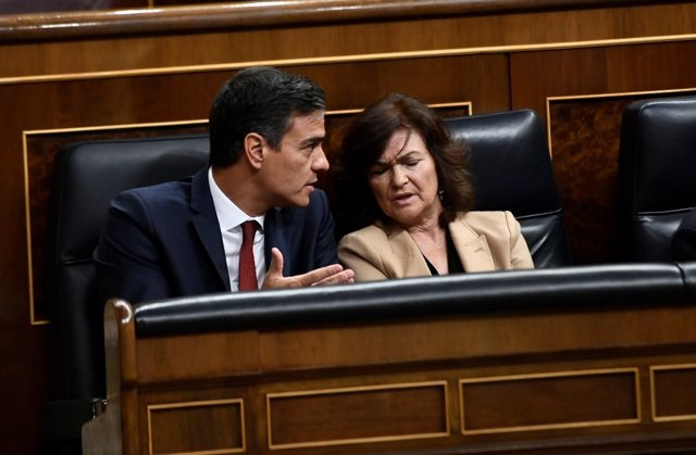 Pedro Sánchez y Carmen Calvo