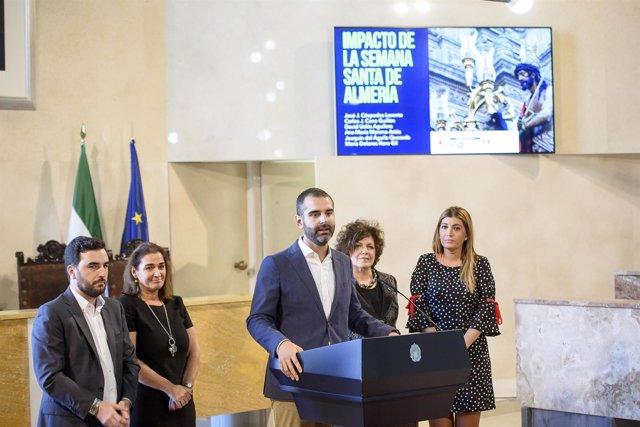 El alcalde presenta el estudio sobre el impacto económico de la Semana Santa