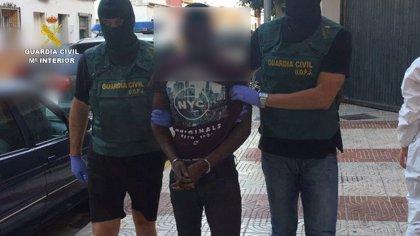 Detenido en el aeropuerto de Madrid un hombre por la muerte violenta de la mujer hallada en un vertedero de Almería