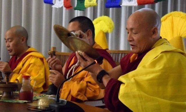 Monjes tibetanos en el Foro de Ciencias Espirituales y Terapias Naturales