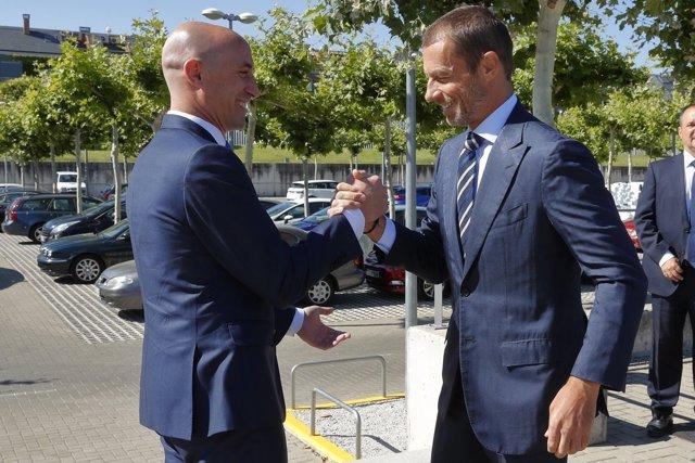 Luis Rubiales saluda a Aleksander Ceferin