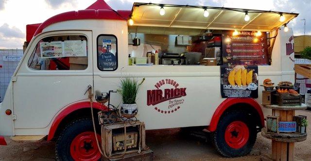 La caravana de comidas 'Locos por el food trucks' llega a Alcalá de Guadaíra