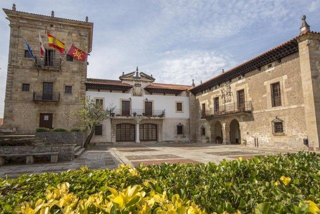 Fachada del Ayuntamiento de Camargo