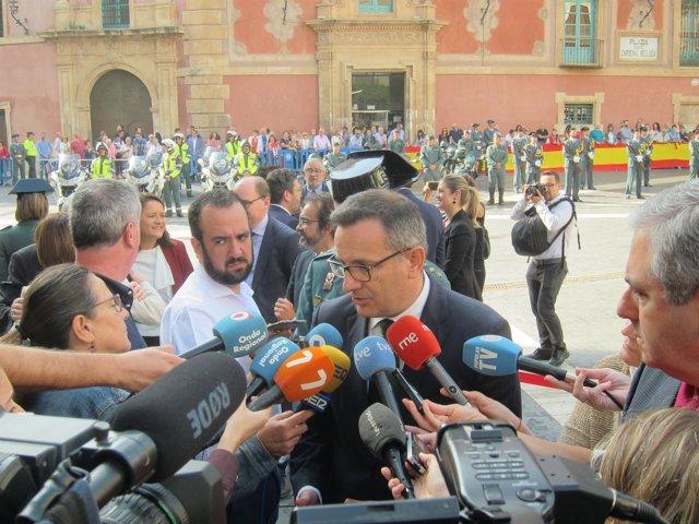 El delegado del Gobierno, Diego Conesa, atiende a los medios de comunicación