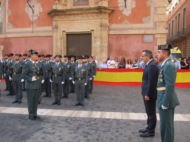 El delegado del Gobierno, Diego Conesa, pasa revista