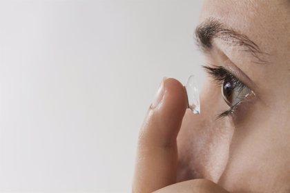 Los parásitos oculares pueden evitarse con una correcta higiene de las lentes de contacto