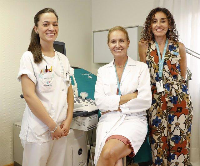 La Dra. Arancha Moreno junto a otras especialistas del centro