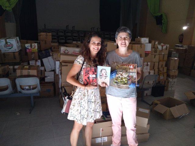 María José Olivares, bibliotecaria de Cebolla, junto a Mónica Rodríguez