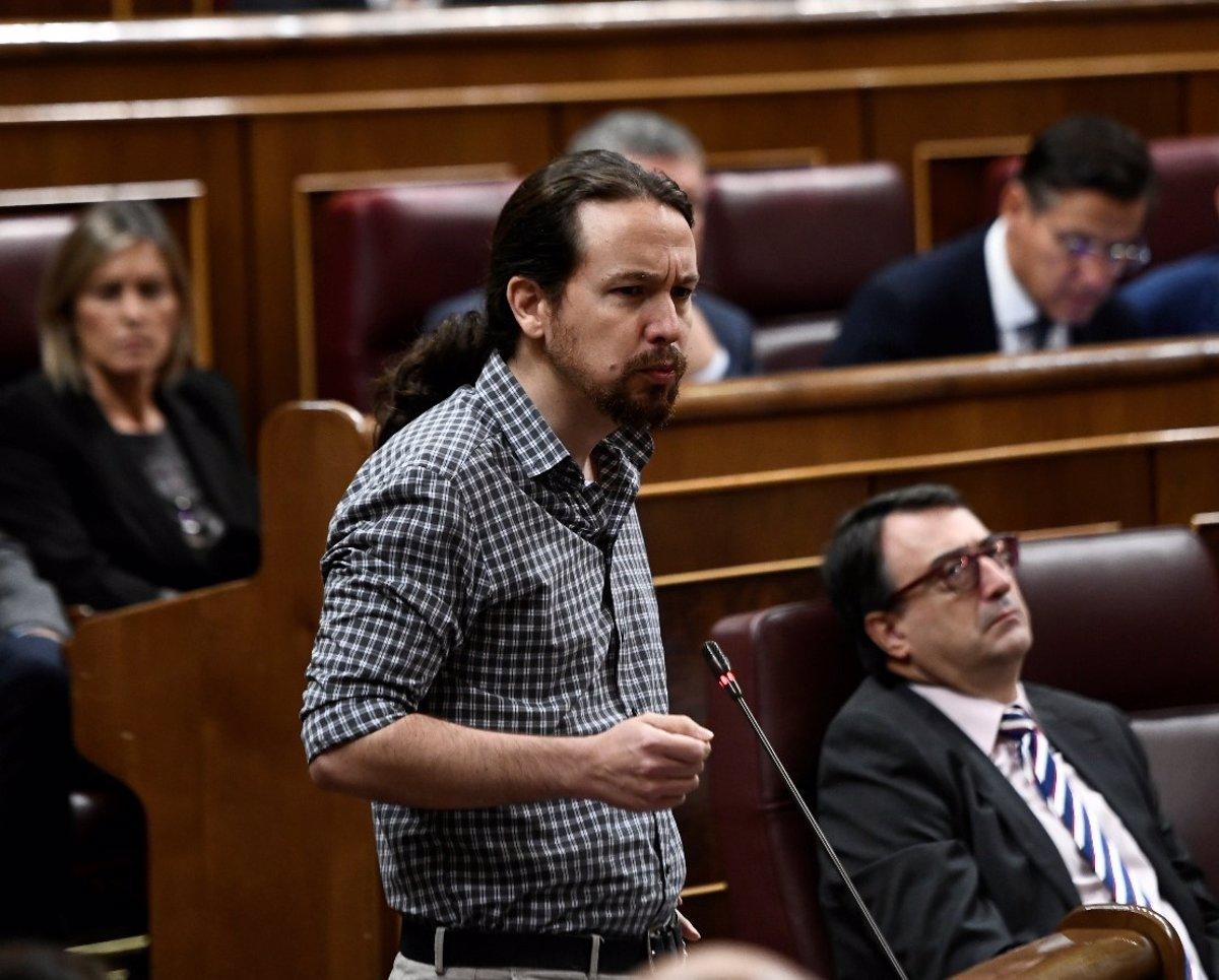 """Iglesias asegura que el Gobierno """"no puede ir de rodillas"""" al Vaticano para pedirle mediación en la exhumación de Franco"""