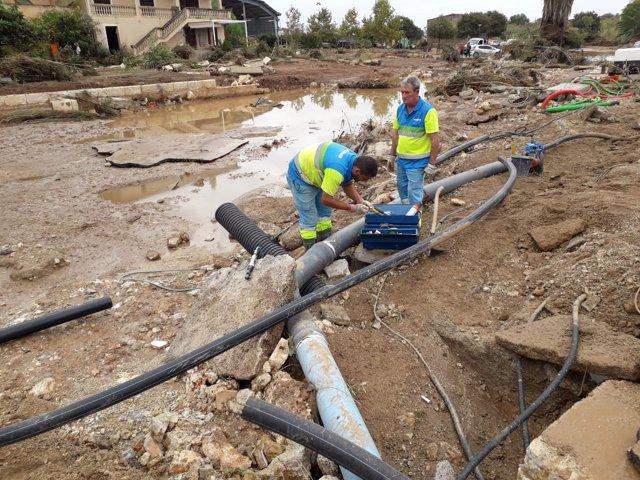 Técnicos de Emaya trabajan en tuberías en Sant Llorenç