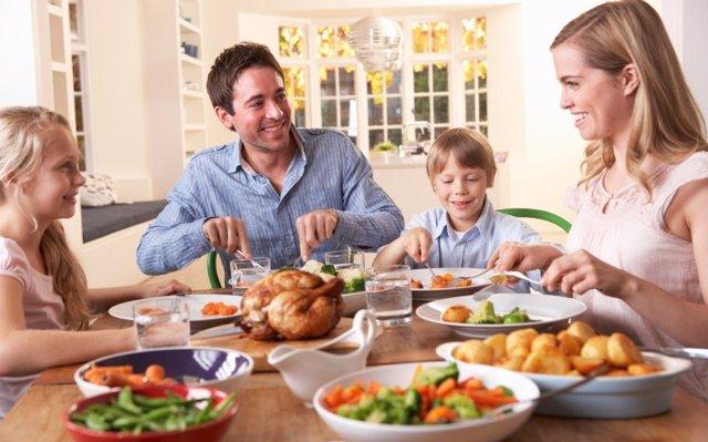 Trucos psicológicos para que los niños coman mejor en casa
