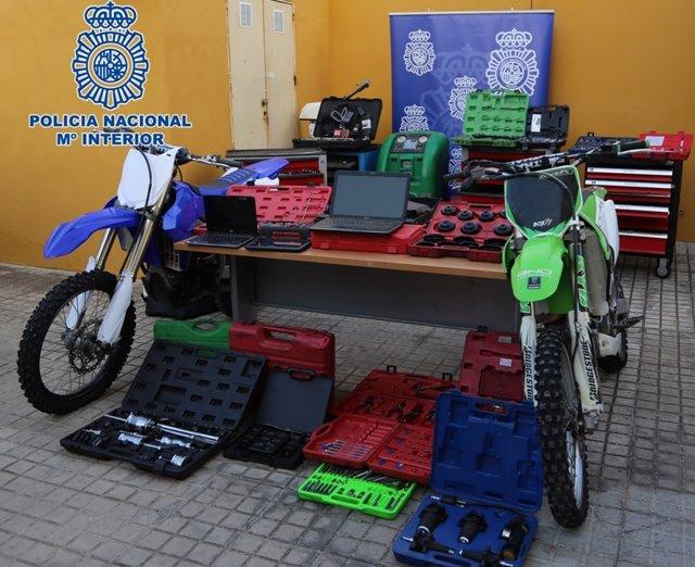 Herramientas y motocicletas recuperadas por la Policía