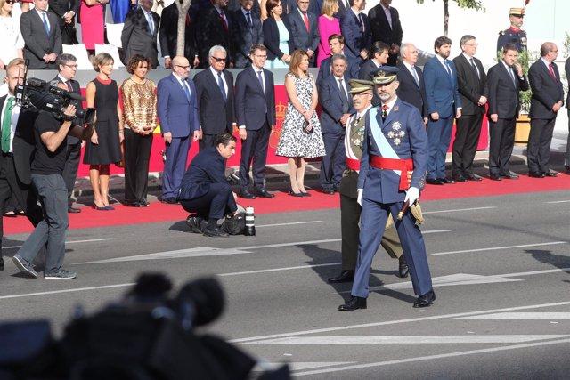Los Reyes junto a Rajoy en el desfile del día de la Hispanidad, el 12 de octubre