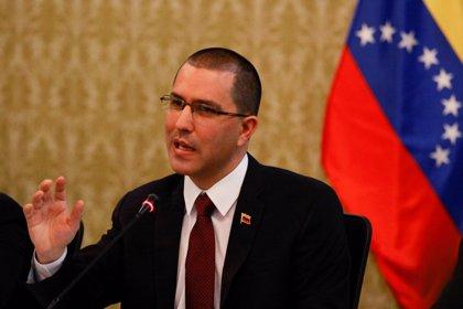 """Venezuela arremete contra Alemania por """"subordinarse"""" a EEUU"""